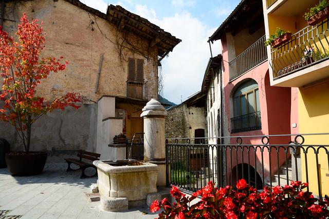 DSC_0336_6332 - Piccolla piazzetta del paese - Small village square.