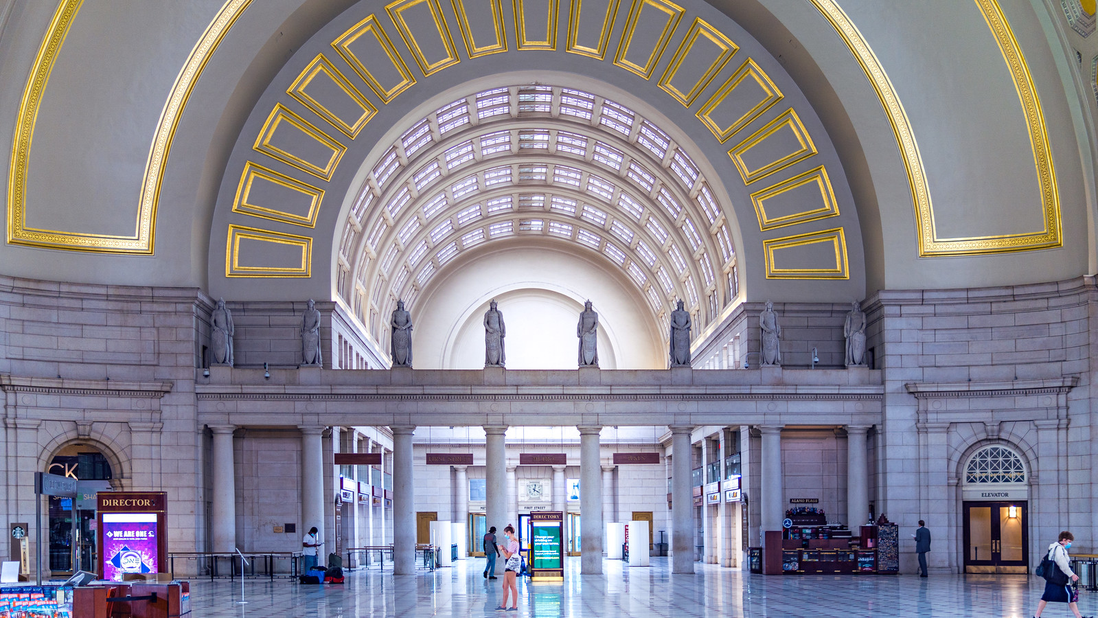 Thanks for publishing my photo, in Federal Railroad Administration Will Revisit Union Station Proposal | Urban Turf