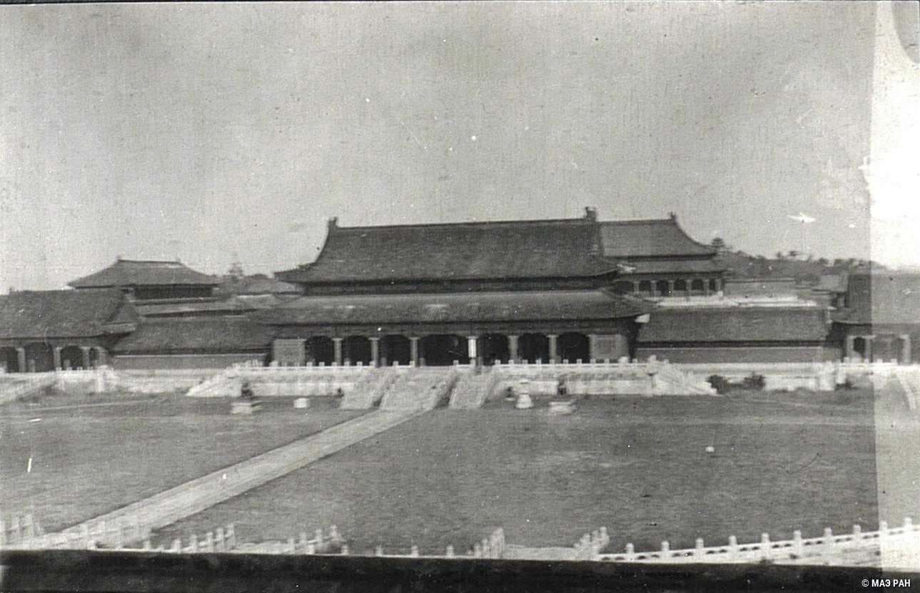 Вид на императорский дворец
