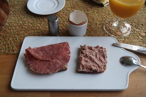 Corned Beef und Zwiebelleberwurst auf Roggenvollkornbrot
