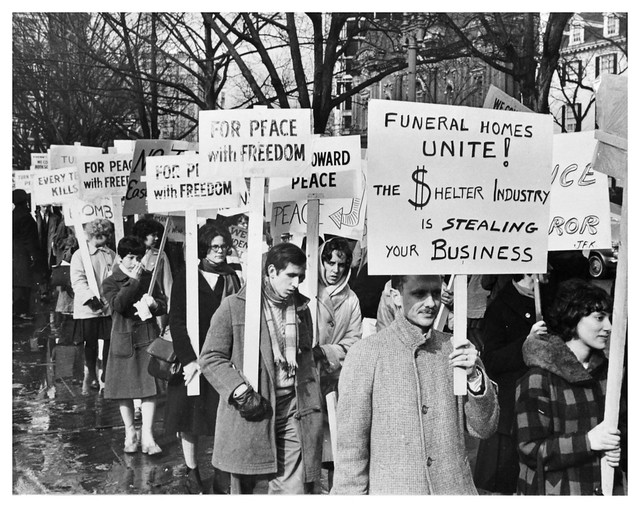 Students picket calling for 'peace race' - 1962