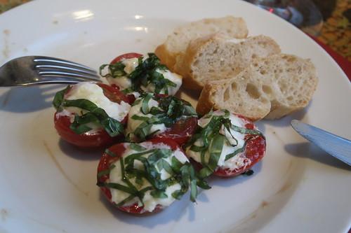 Mozzarella-Tomaten zu Baguette