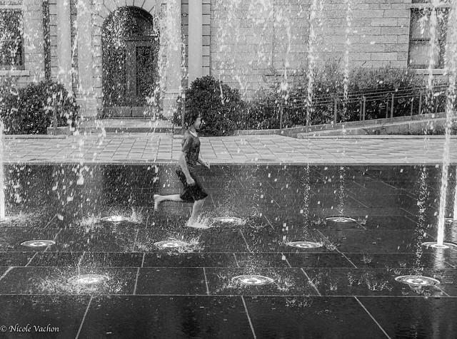 Je danse sous la pluie.