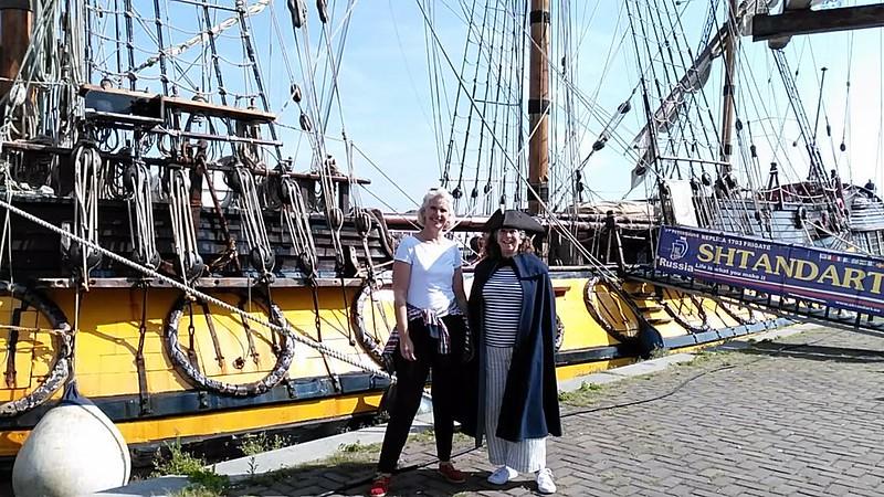 Simone + Marjolein geheel piraat