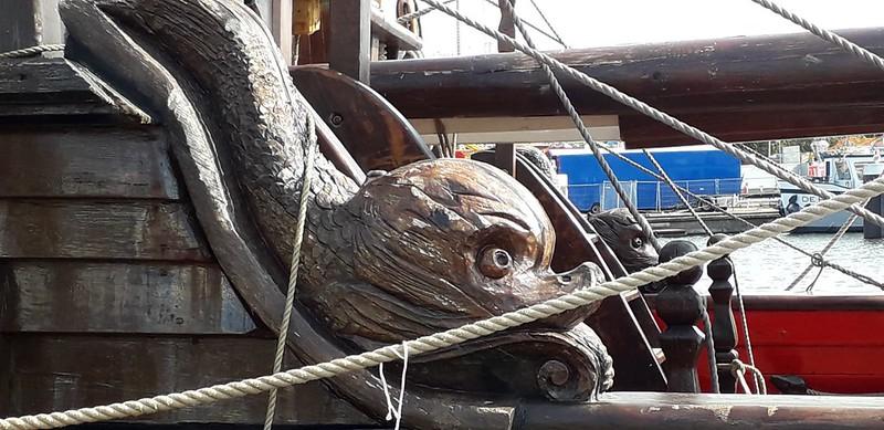 houtsnijwerk monster