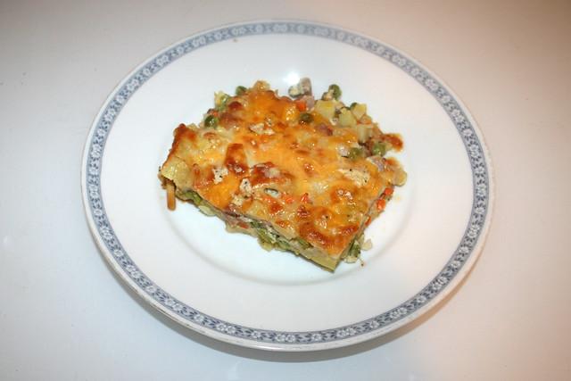 Potato pasta casserole with ham & veggies - Leftovers V / Kartoffel-Nudel-Auflauf mit Schinken & Gemüse - Resteverbrauch V