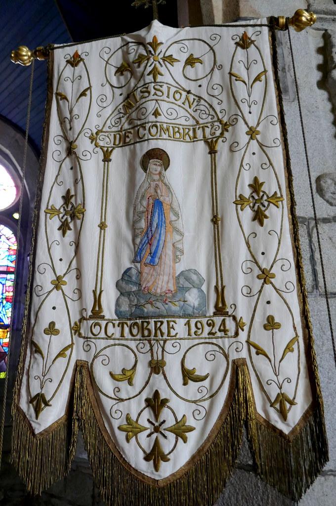 Bannière de procession,  église St Tugdual XVIe, Combrit, Pays Bigouden, Cornouaille, Finistère, Bretagne, France.