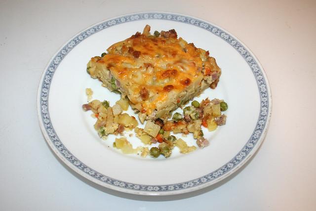 Potato pasta casserole with ham & veggies - Leftovers III / Kartoffel-Nudel-Auflauf mit Schinken & Gemüse - Resteverbrauch III