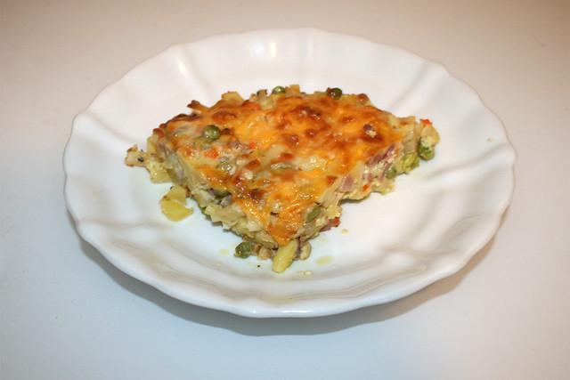 Potato pasta casserole with ham & veggies - Leftovers I / Kartoffel-Nudel-Auflauf mit Schinken & Gemüse - Resteverbrauch II