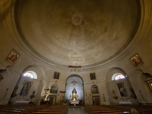 Interior de la iglesia redonda de Montefrío: Parroquia de la Encarnación.