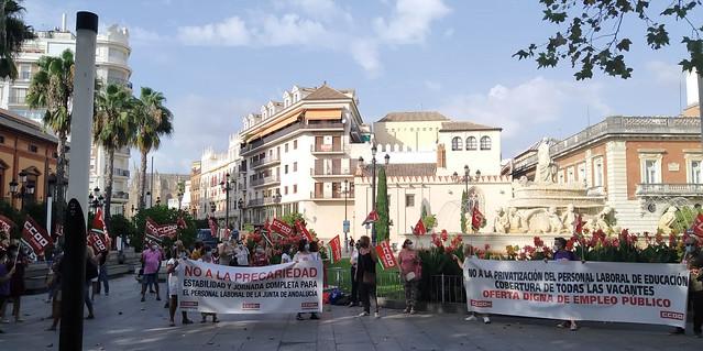 Foto de CCOO de Sevilla. Concentración personal laboral Educación