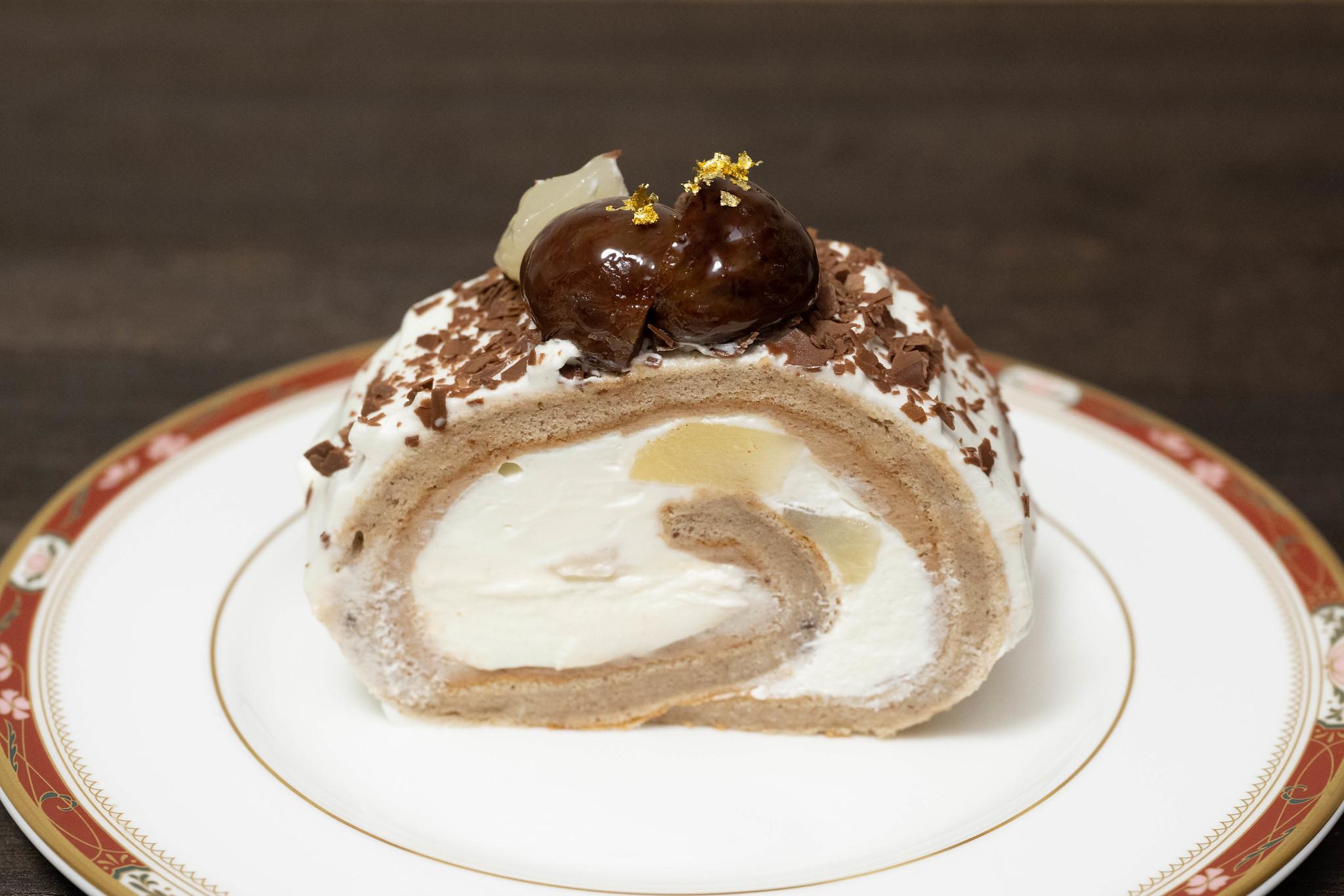 マロンと洋梨のロールケーキ