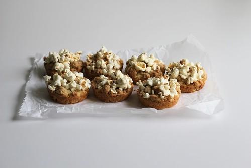 popcorn streusel tops