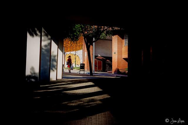 Covered sidewalk / Vorera coberta / Acera cubierta