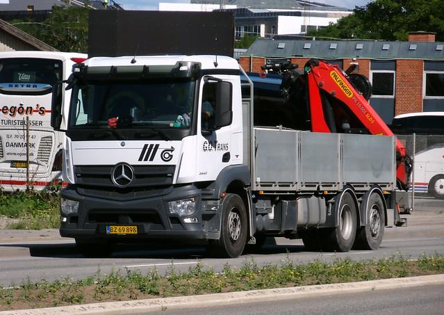 Mercedes Actros BZ69898 with bolt on Palfinger crane