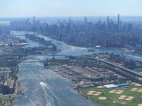 202009020 AA295 LGA-ORD New York City Manhattan, Queens, Bronx and East River | by taigatrommelchen