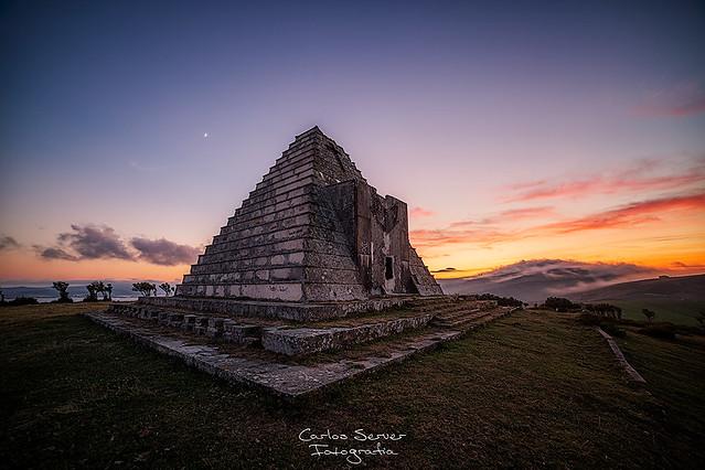 La piramide de los Italianos