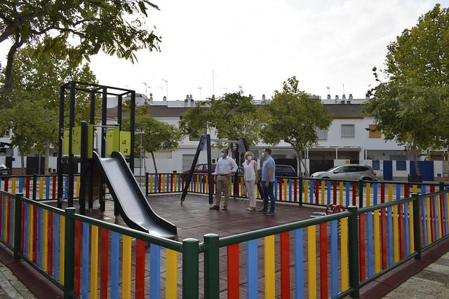 Parque infantil con cargo al Supera 7-Plaza Plácido Fdez Viagas Los Palacios y Vfca