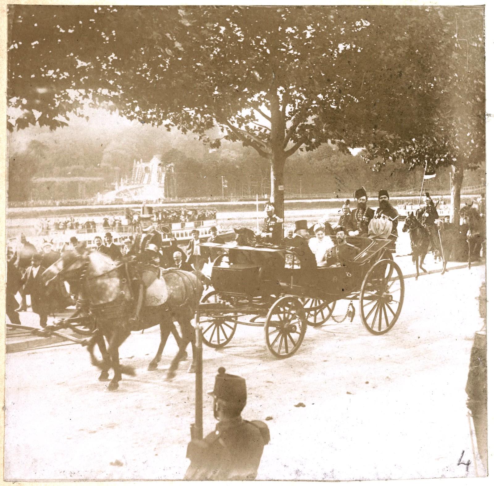 27. Императорский кортеж на улицах Парижа