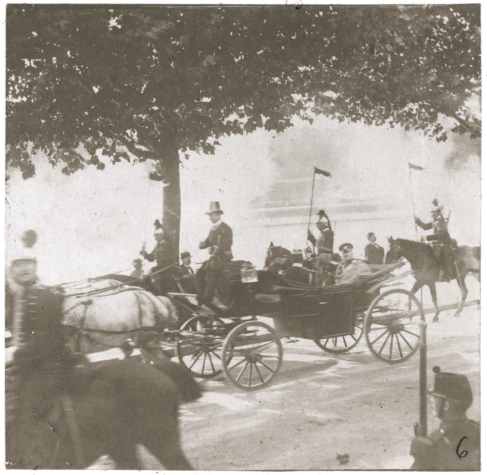 24. Императорский кортеж на улицах Парижа