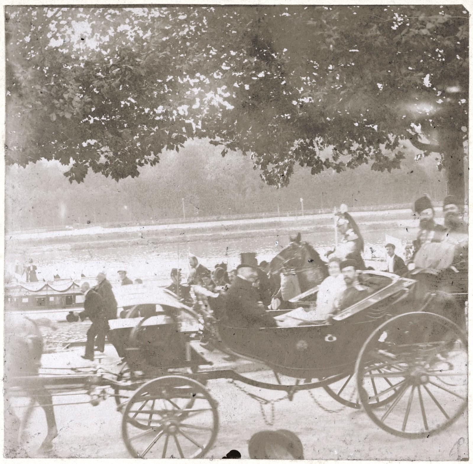 23. Императорский кортеж на улицах Парижа