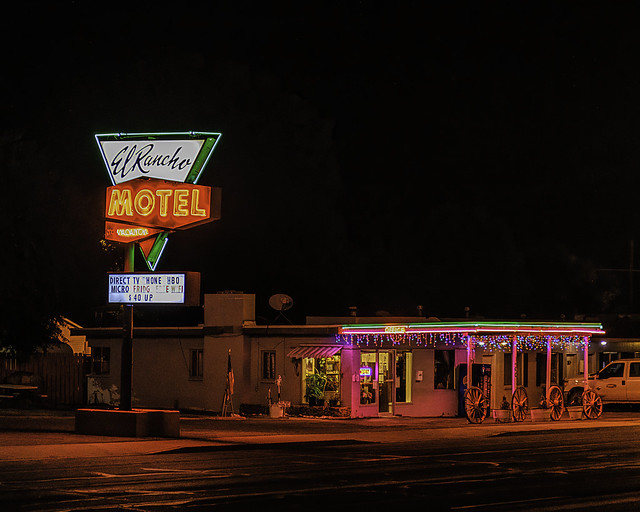 02469376423120677-128-20-09-Neon in Ely Nevada-11