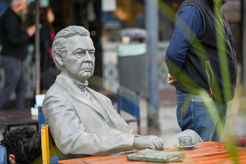 La estatua de Salzano fue restaurada y ya es parte de la Gran Manzana de la 27 de abril (7)