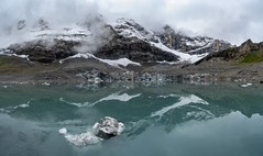The lake with the icebergs