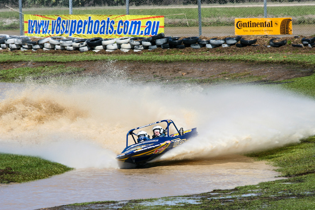 ACTION FROM THE FINAL ROUND OF THE V8 AUSTRALIAN SUPER BOAT CHAMPIONSHIPS  HELD AT CABARITA NSW 19-20 SEPTEMBER 2009