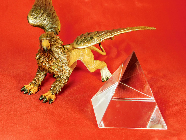 Griffon with Pyramid Prism