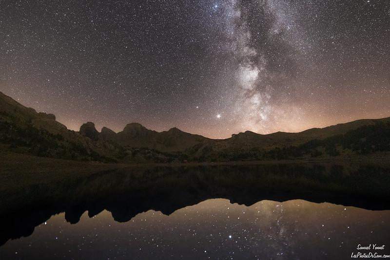 reflet de la voie lactée dans le lac d'Allos