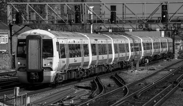 375604 R01105 London Bridge D100 D210bob