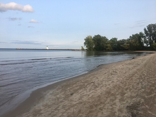 burlington hamilton port beachway beach sand trees lighthouse light house nature lake ontario water waves wave cloud sky blue green tan canada on september 2020 summer dogdays evening dusk relaxation relax travel tourism cans2s