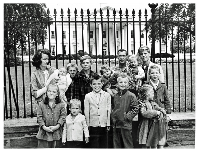 Evicted family of 14 pickets the White House: 1963