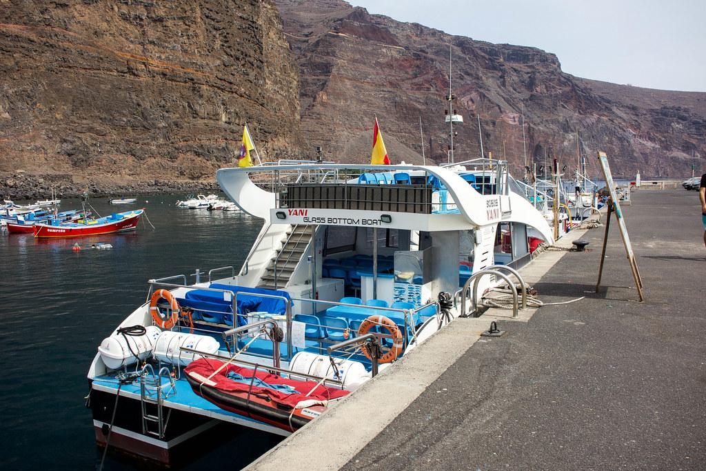 Barco de avistamiento de cetáceos en La Gomera