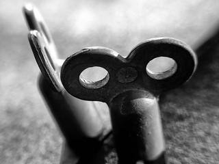 Schwarz Weiß Makro Kunst Fotografie Spiegelung mit Schlüssel Entlüftung.