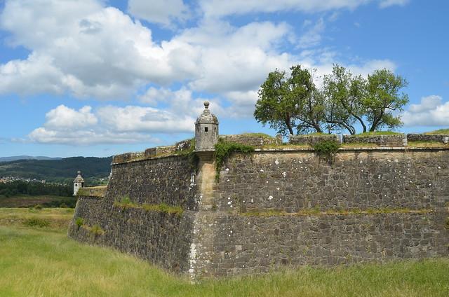 The walls of Valença XIII