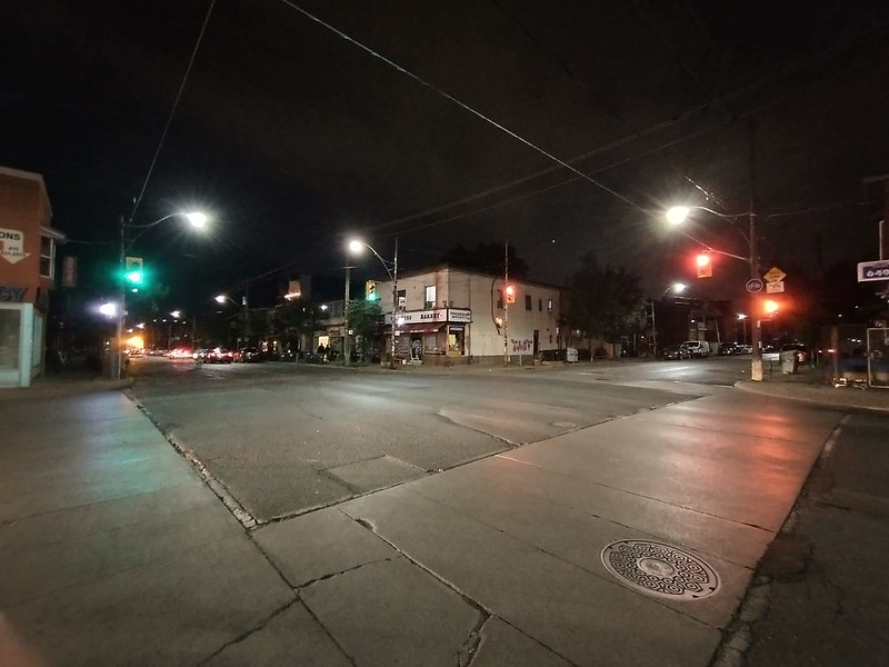 Looking southwest, Dovercourt at Hallam #toronto #night #dovercourtvillage #dovercourtroad #hallamstreet #intersection