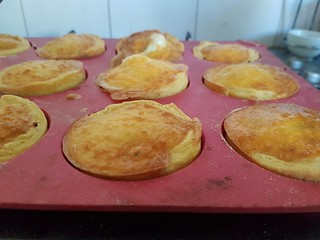 Capon tortes as they are cooking