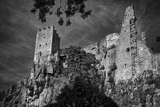 Die Burg auf dem Quarzfelsen