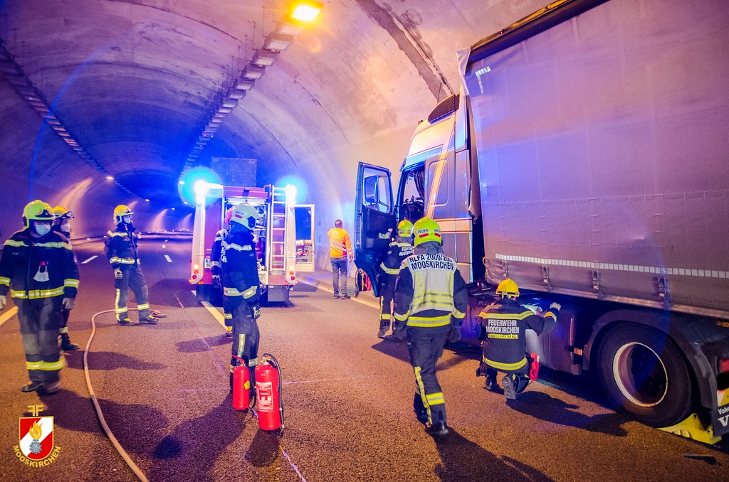 LKW-Unfall Assingbergtunnel