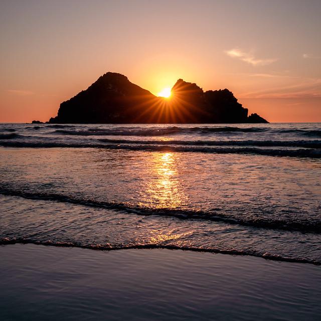 Holywell bay sunburst between islands