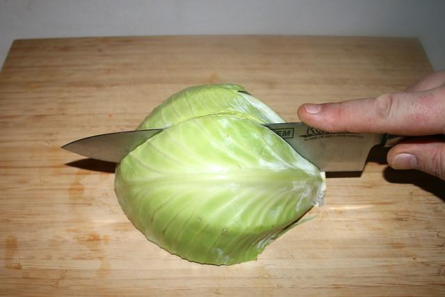 06 - Quarter cabbage / Kohl vierteln
