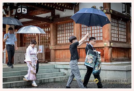 土砂降りの雨の中のお宮参り 傘をさして 川原神社(名古屋市昭和区)