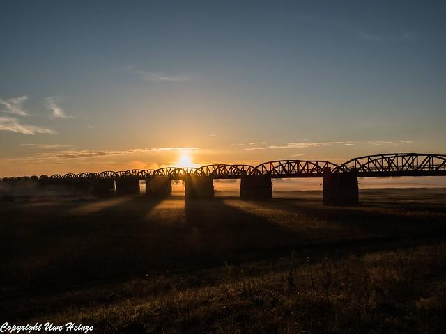 Dömitzer Eisenbahnbrücke am frühen Morgen 092020 02