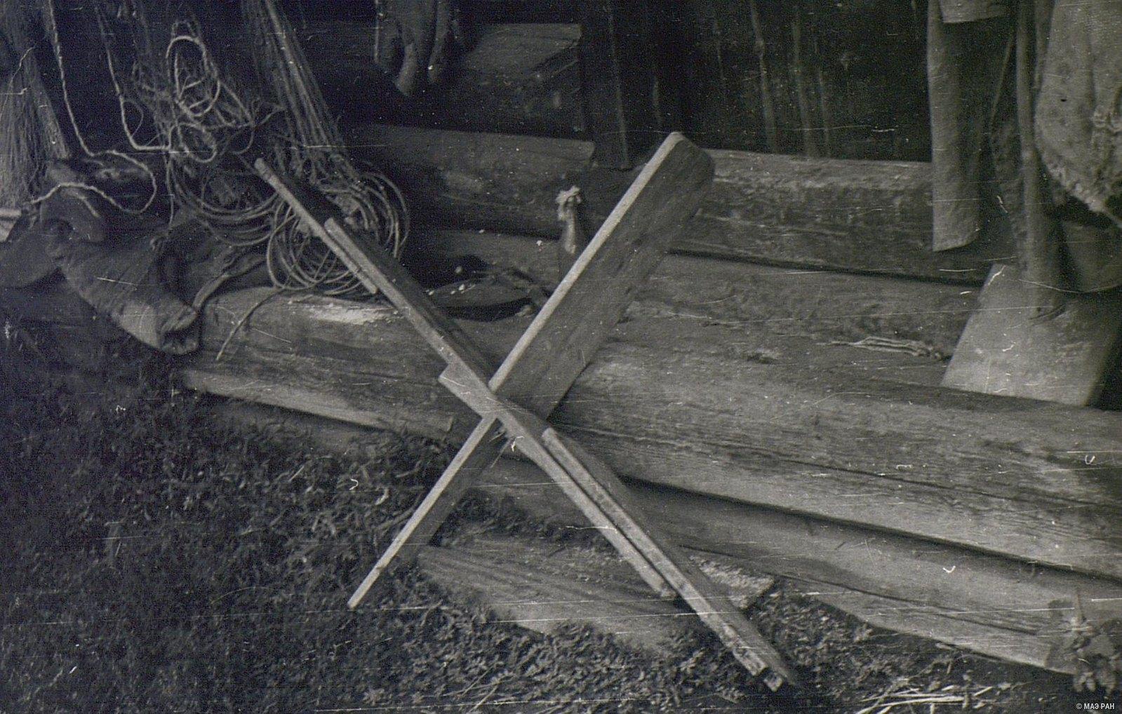 «Гагарка» - приспособление для держания плавной сети на одном уровне при ловле рыбы на лодке