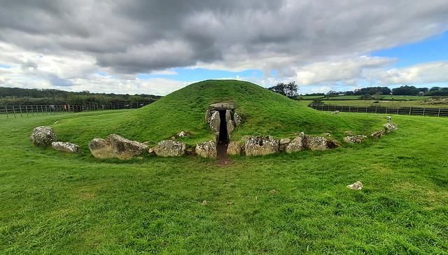 Bryn Celli Ddu Burial Mound (6)