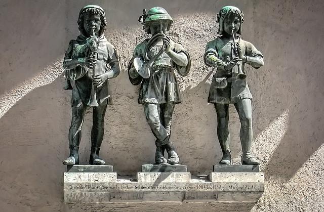 Figuren des alten Fischbrunnens