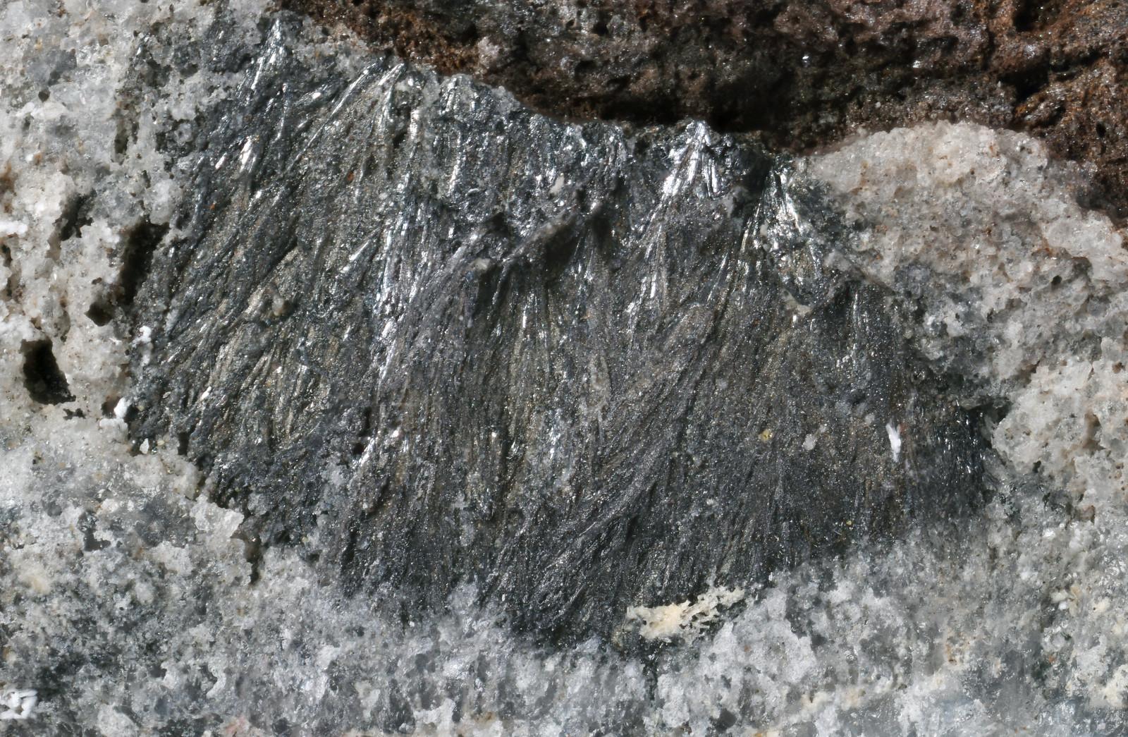 パラ輝砒鉱 / Pararsenolamprite