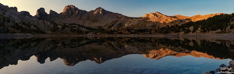 lever de soleil sur le lac d'Allos